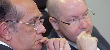 Demóstenes, beneficiado hoje com a decisão de Gilmar Mendes, teve seu mandato de senador cassado pelo Senado em julho de 2012 por quebra de decoro parlamentar por acusação de envolvimento com o empresário Carlos Cachoeira, preso por exploração de jogos ilegais e corrupção