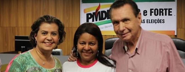 Carlos Bezerra com a esposa Teté e uma eleitora