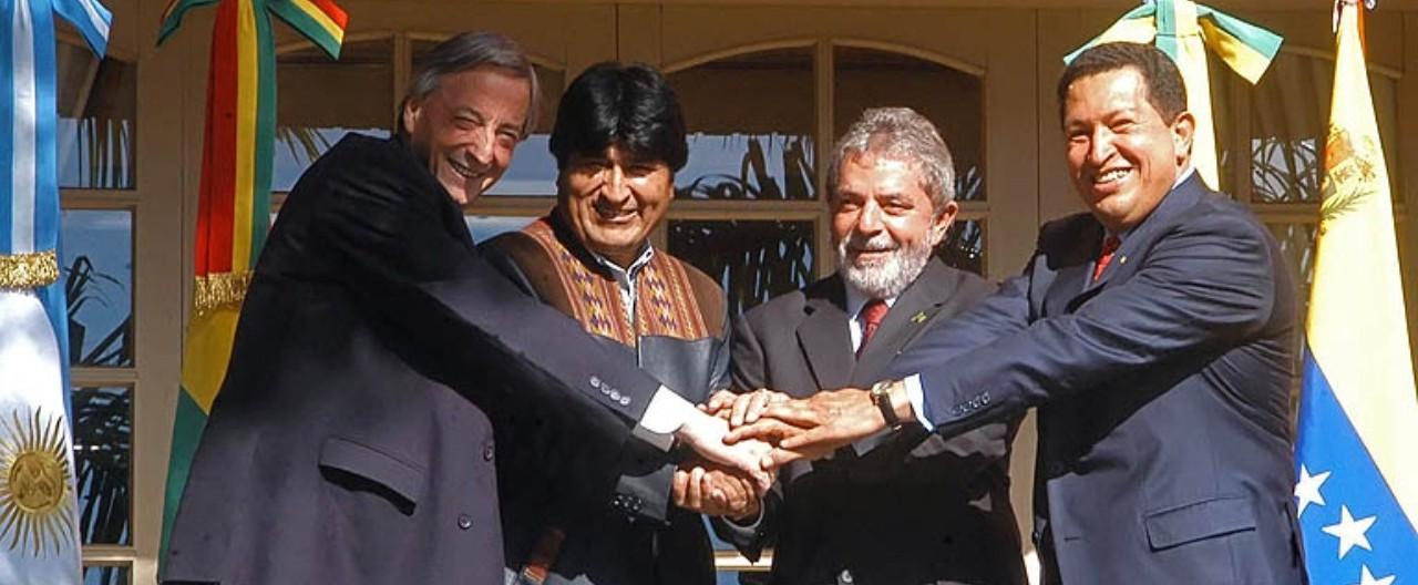 Nestor Kirchner, Evo Morales, Luis Inácio Lula da Silva e Hugo Chavez, presidentes que elevaram a Argentina, Bolívia, Brasil e Venezuela  ao centro da cena política mundial