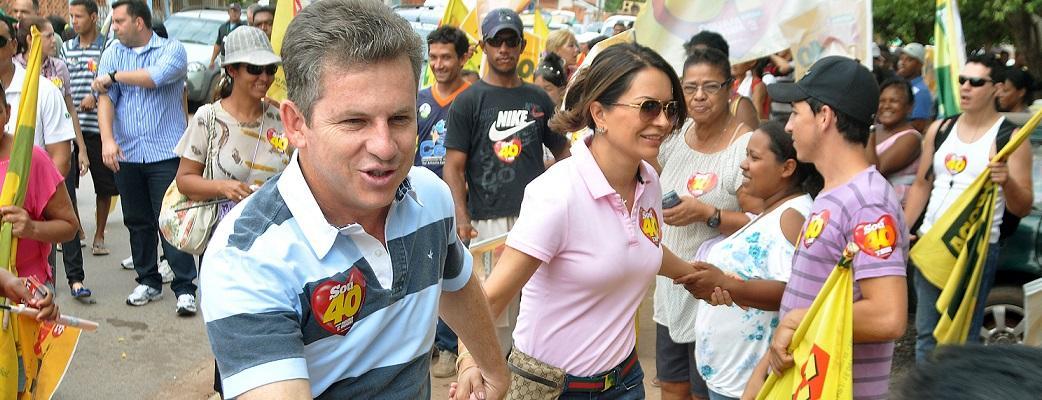 O prefeito Mauro Mendes com sua esposa, Virgínia Mendes, durante a campanha eleitoral de 2012