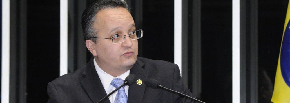 Na análise do diretor de redação do Brasil 247, o senador Pedro Tauqes se revela como mais um sabujo dos poderosos atuando dentro do Congresso Nacional