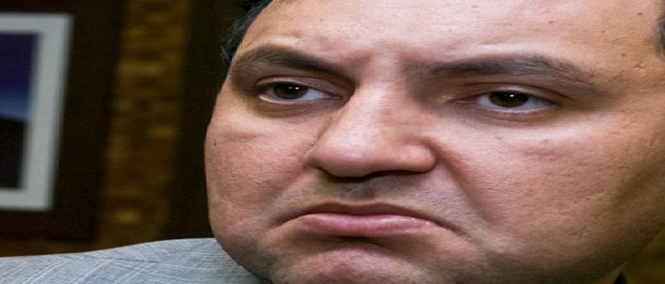 Prieto responde também a várias ações civis, dentre elas uma por fraudes no pagamento de horas de fretamento aéreo e outra por ter autorizado a efetivação de despesa desprovida de interesse público, no valor de R$ 70 mil, para realização de jantar e baile de confraternização entre os defensores