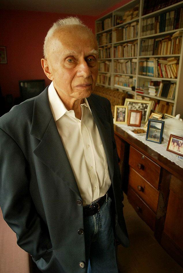 O historiador Jacob Gorender em sua casa, no bairro da Pompéia, em São Paulo; ele foi um dos fundadores do PCBR - Partido Comunista Brasileiro Revolucionário, que participou ativamente da resistência à ditadura militar no Brasil
