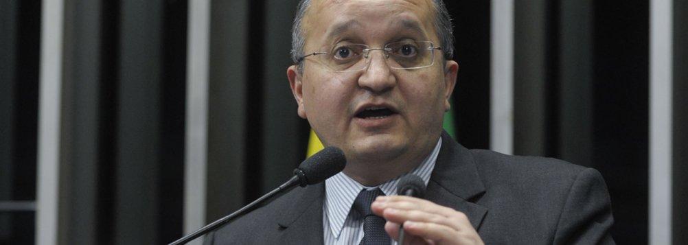 """Pedro Taques é o único parlamentar de Mato Grosso, em Brasília, que não apresenta uma """"capivara"""" recheada de denúncias contra ele"""
