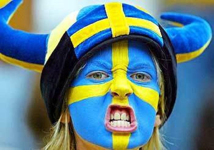 Torcedora da selecao da Suecia, pais onde os ateus formam imensa maioria, garantindo a fama de uma pais onde os conflitos sociais sao atenuados
