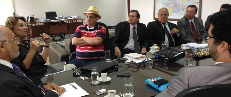Membros do MCCE e da Ong Moral se reuniram em audiência com o presidente do Tribunal Eleitoral. O desembargador Juvenal Pereira da Silva fez questão de chamar todos os membros da Corte para a reunião com os representantes da sociedade organizada.