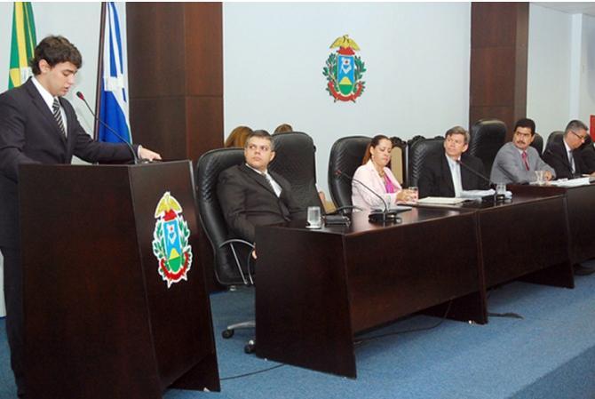 O advogado Ulysses Moraes faz pronunciamento em audiência pública, no plenarinho da Assembleia Legislativa de Mato Grosso