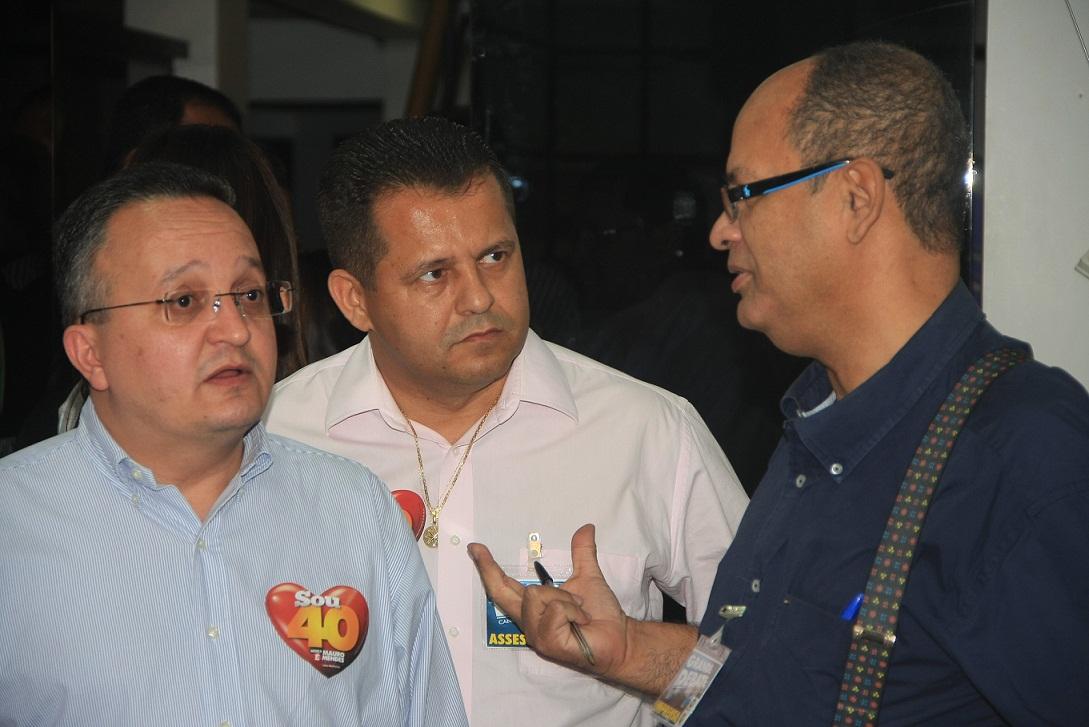Pedro Taques com Valtenir Pereira e eu, Enock Cavalcanti, blogueiro desta PAGINA DO E, no tempo em que Valtenir controlava o PSB hoje controlado por Mauro Mendes.