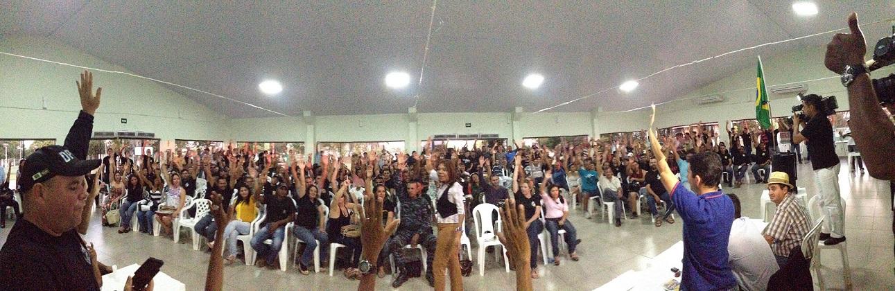 Com a assembleia lotada em Cuiabá, agentes penitenciários resolveram dar uma semana para que Silval Barbosa cumpra compromissos assumidos em roda extra de negociação que aconteceu na noite de quinta, 1º de agosto, na sede da Secretária de Justiça e Direitos Humanos (sic)