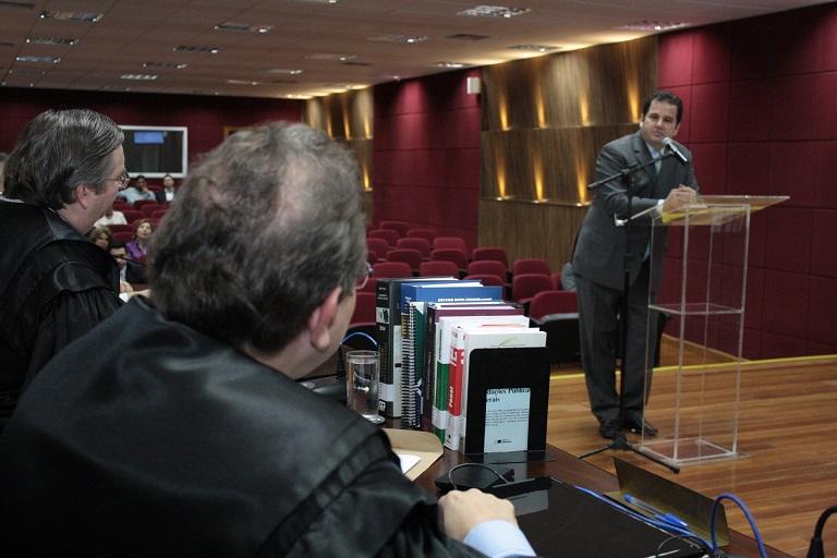 Advogado Ronimárcio Naves leu poema de Manoel de Barros na homenagem ao juiz Sebastião Arruda