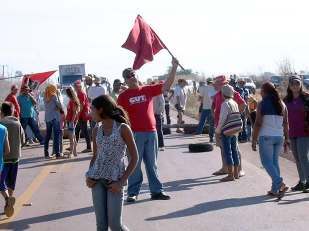 Integrantes do MST tem interditado rodovias, na região, nos últimos meses, para reivindicar a regularização de seis assentamentos localizados nos municípios de Cláudia e União do Sul, a 608 e 689 quilômetros da capital.