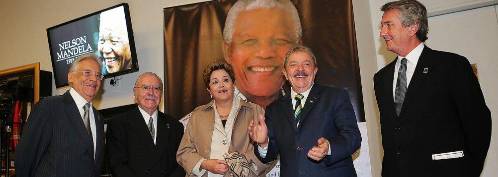 A presidente Dilma Roussef convidou quatro ex-presidentes - Lula, FHC, Sarney e Fernando Collor - para acompanhá-la na viagem até a Africa do Sul, onde participarão das homenagens à memória de Nelson Mandela