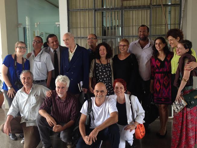 Wladimir Dias Pino posa com amigos depois de receber o titulo de Doutor Honores Causa, na UFMT