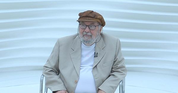 """Intelectual marxista respeitado, Chico de Oliveira disse uma vez que """"arrependimento, só no amor. Em política não cabe, cabe análise"""". De acordo com sua análise, o melhor para o Brasil, em 2014, é Dilma"""