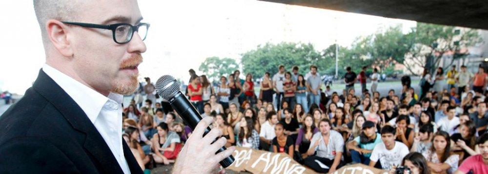 """Filósofo Safatle se surpreende com apoio, nas redes sociais, à velha pregação de """"justiça feita com as próprias mãos"""""""