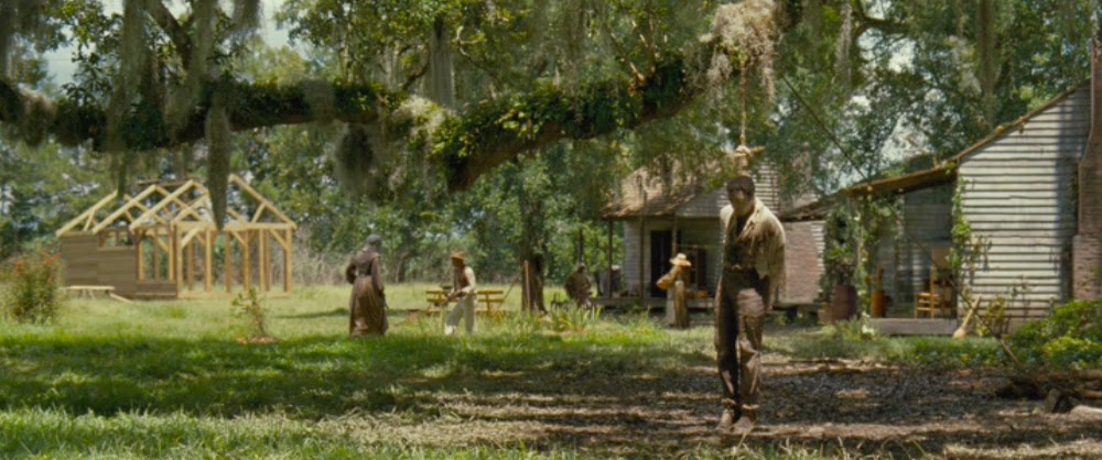 O filme de Steve McQueen é baseado na biografia escrita pelo próprio Solomon Northup, um homem livre que buscava emprego mas acabou sequestrado e vendido como escravo aos 32 anos de idade