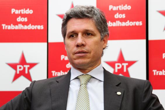 O deputado Paulo Teixeira entende que o auto de resistência, usado fartamente para justificar mortes praticadas por policiais militares, é um entulho da ditadura cuja motivação, antes política, passou a ter viés social