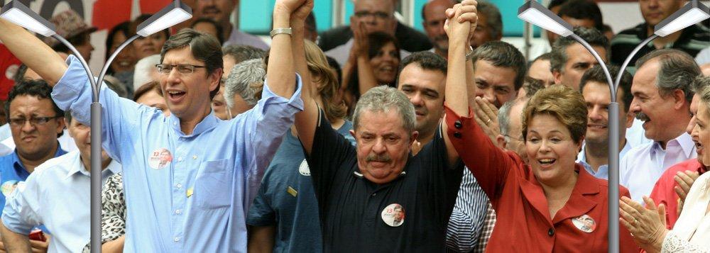 Márcio Pochmann no palanque com Lula e Dilma, na disputa pela prefeitura de Campinas, em 2012