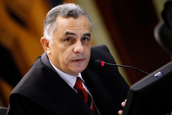 """De acordo com Éder, o atual conselheiro afastado do TCE, Humberto Bosaipo, um homem abaixo de muitas suspeitas, também viu tudo, sabe tudo, escutou tudo, e pode testemunhar sobre o acordo celebrado nos porões do poder, em Mato Grosso, para garantir rica """"boquinha"""" para Éder Moraes no Tribunal de Contas"""