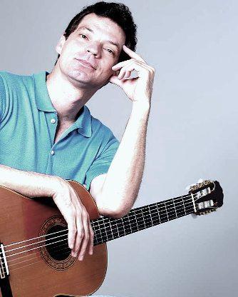 Mauricio Detoni, canto e compositor