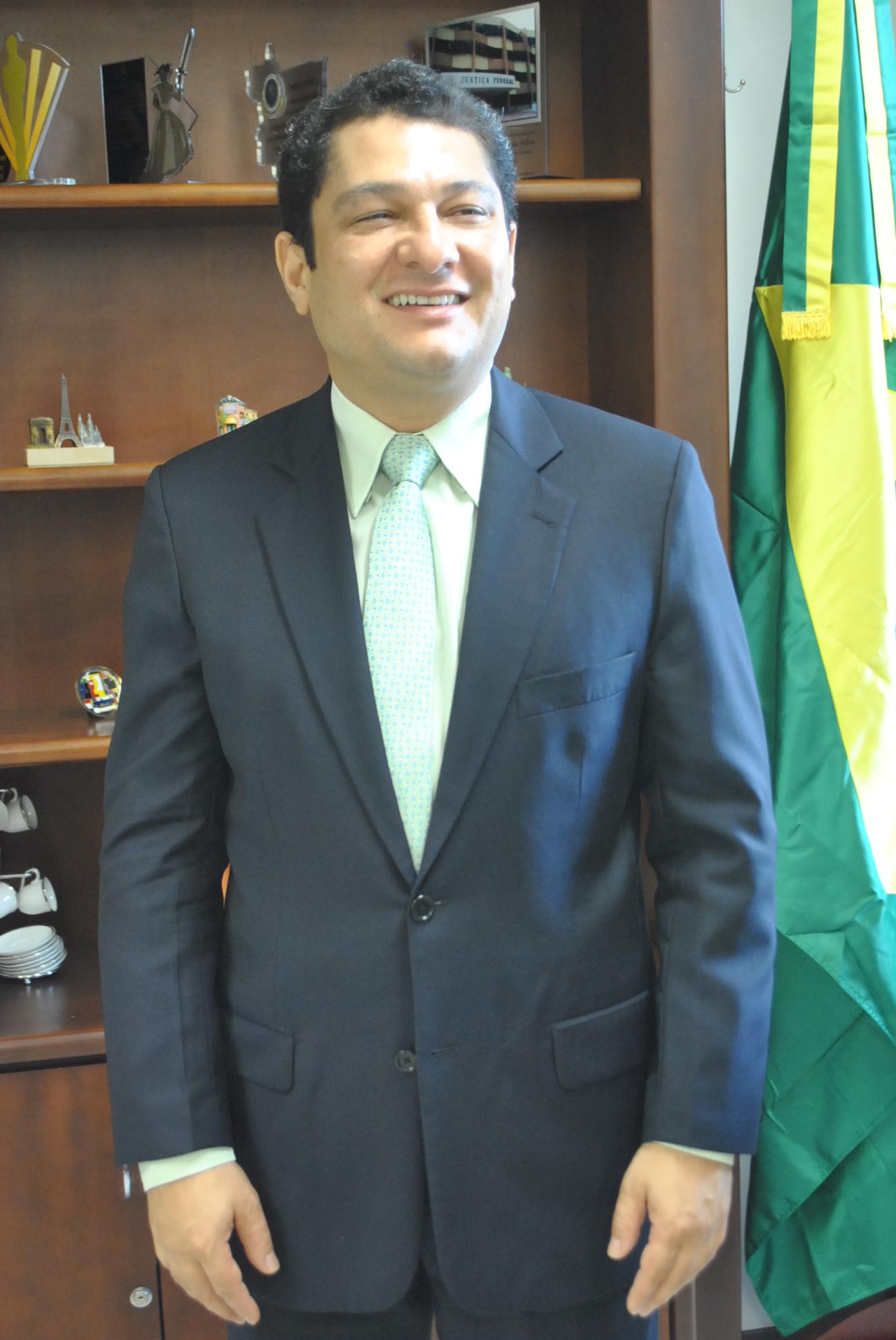 Defensor da continuidade do governo de Dilma Roussef, em Cuiabá. Este devbe ser o principal fator de afirmação da candidatura de Julier Sebastião em todas as regiões do Estado e junto a todas as correntes políticas e sociais