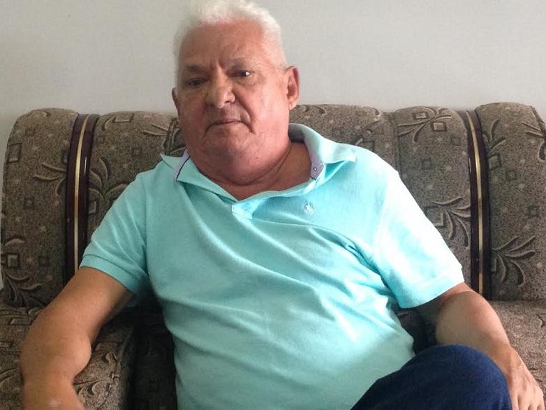 José Ribamar Trindade, em foto de Hegla Oleiniczak. Mesmo aposentado, o jornalista continua ativo, no saite 24 Horas News e no Blog do Trindade