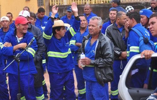 Os grevistas da CAB, em Cuiabá, reivindicam a aprovação de um piso salarial de R$ 1.019,00. Hoje, o piso é de apenas R$ 834.