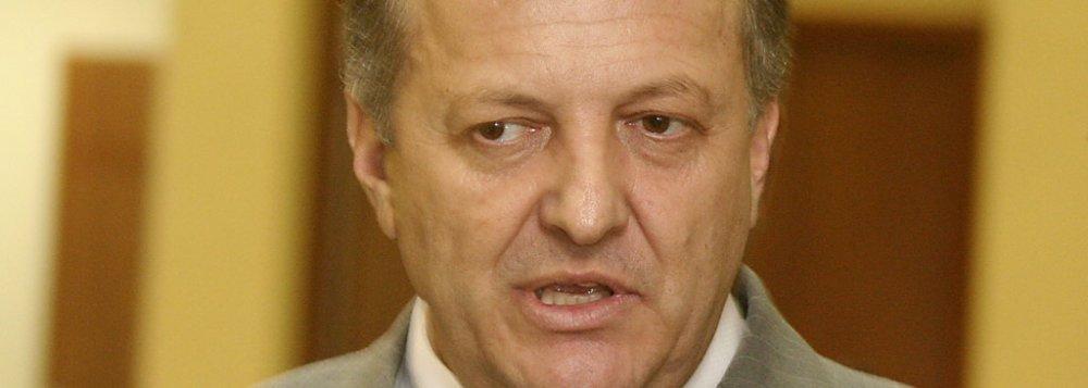 De acordo com Pivetta, Riva sustenta uma 'renca de puxa-saco' com o dinheiro público e Pedro Taques não é assim