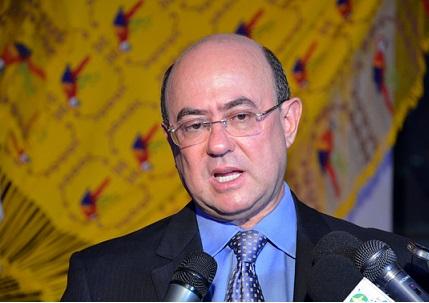 O deputado José Riva (PSD) preso durante a Operação Ararath, responde a mais de 100 processas na Justiça  que lhe são movidos pelo Ministério Público, por improbidade administrativa.