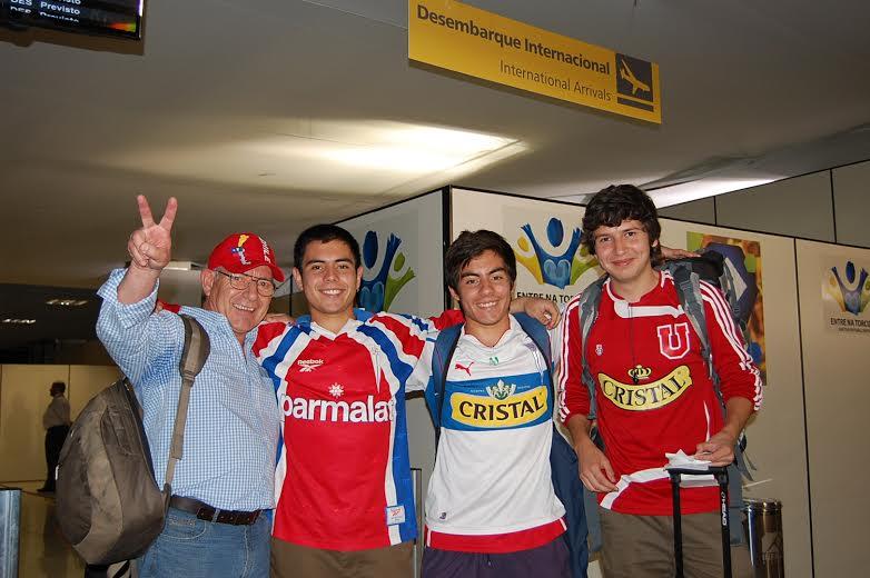 Nilmario Riquelme com seus sobrinhos Rodolfo Burgos e Xavier vieram a Cuiaba pela Amaszonas torcer pelo Chile - e desembarcaram no Aeroporto Internacional Marechal Rondon, em Várzea Grande