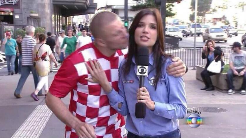 sabina simonato beijada na rua