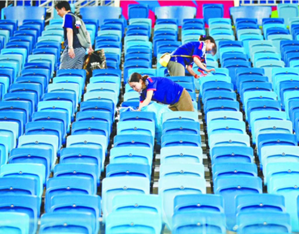 Após o jogo entre Japão e Costa do Marfim, no dia 14 de junho, na Arena Pernambuco, em Recife, os japoneses surpreenderam a todos com um verdadeiro ato de civilidade. Após o término da partida, eles recolheram todo o lixo que produziram durante a partida.
