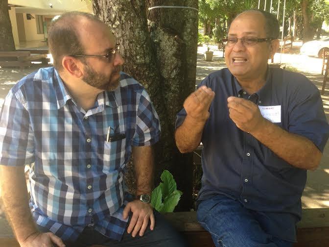 Leandro Fortes conversa com Enock Cavalcanti, em sua visita a Cuiabá. Ele já fez seminários sobre as redes sociais em mais de 12 capitais brasileiras