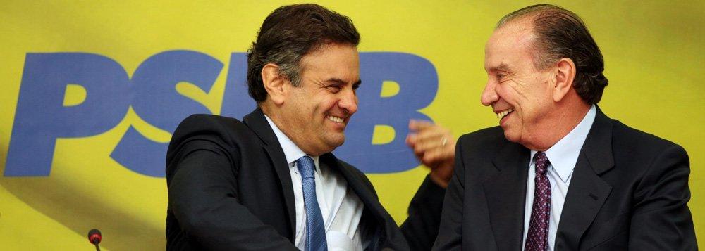 O senador Aécio Neves, candidato a presidente do Brasil pelo PSDB e pela coligação Muda Brasil, com o seu vice, o também senador e tucano Aloisio Nunes Ferreira, ex- guerrilheiro da Ação Libertadora Nacional (ALN).