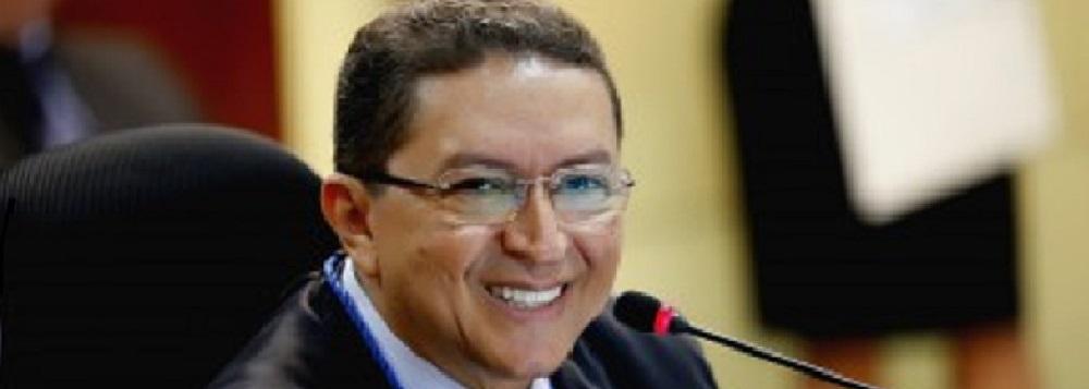 Válter Albano, a maior remuneração entre os conselheiros do Tribunal de Contas de Mato Grosso, no mês de agosto de 2015