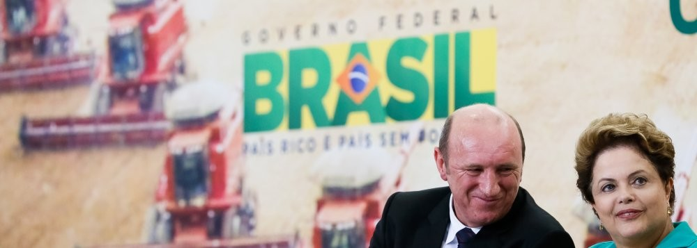 O produtor rural mato-grossense Neri Geller (PMDB), atual ministro da Agricultura, com a presidenta Dilma Roussef (PT)