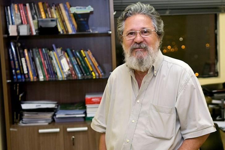 MANOEL MOTTA, filiado ao PC do B, é segundo suplente na chapa de Wellington Fagundes na disputa por uma vaga no Senado Federal , professor da UFMT e doutor em filosofia pela USP.