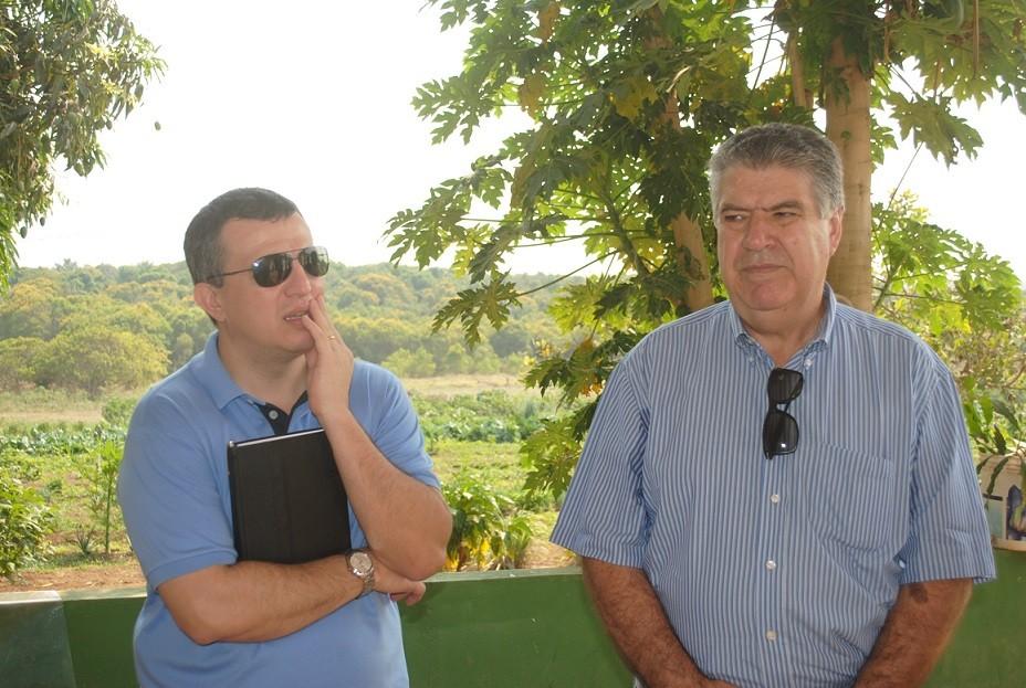 O desembargador Marcos Machado com o prefeito Erico Piana durante visita ao albergue municipal de Primavera do Leste nesta sexta-feira (17). O magistrado gostou do que viu no município.