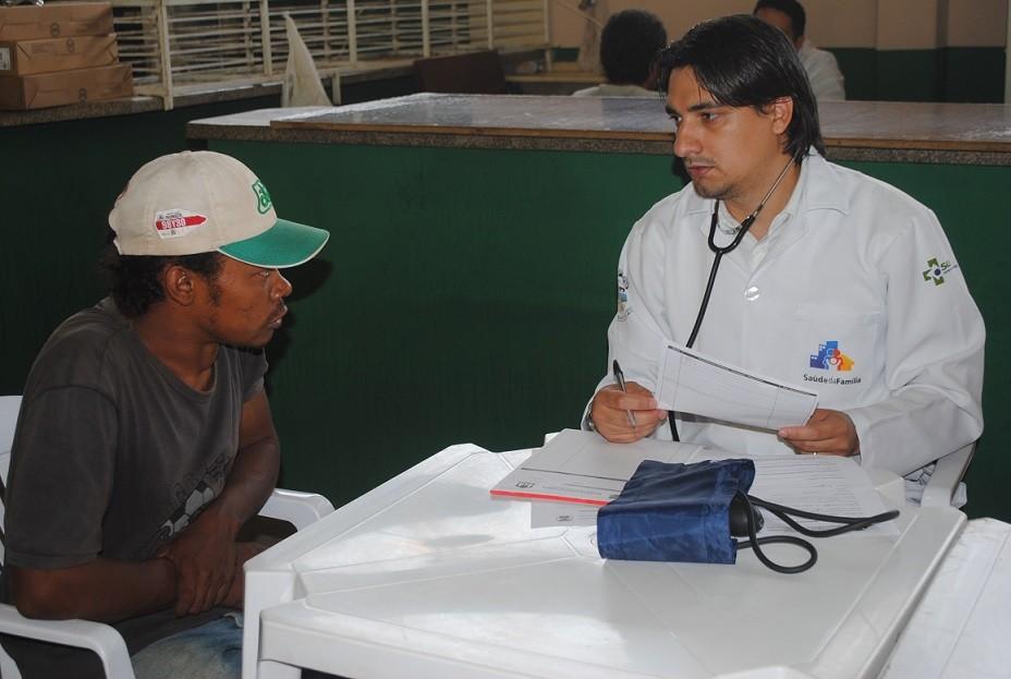 A assistência médica é o primeiro apoio que moradores de rua tem recebido no programa em Primavera do Leste.