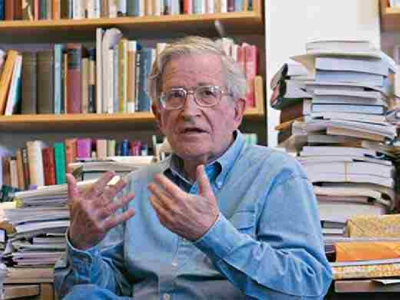 Noam Chomsky, criticando o terrorismo norte-americano de dentro dos Estados Unidos