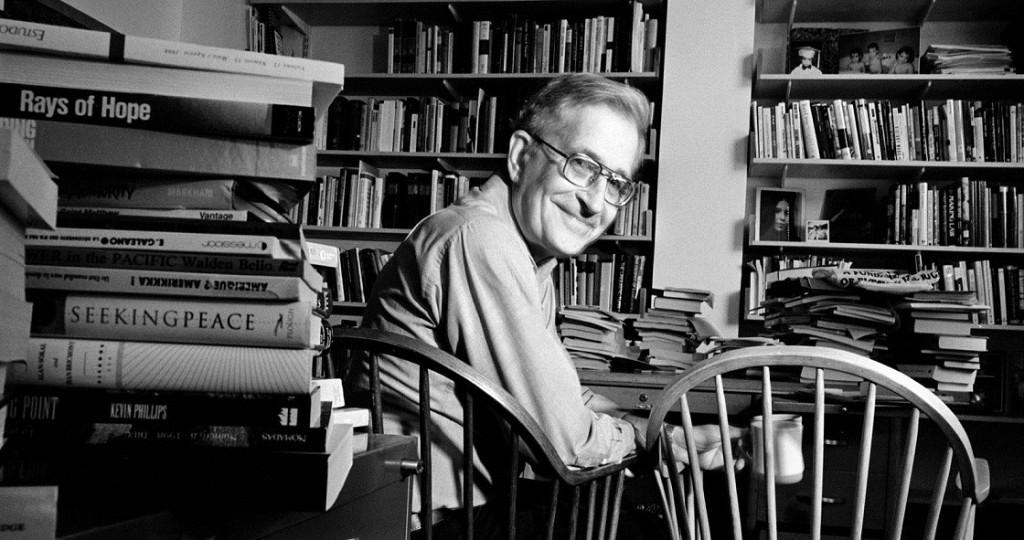 Avram Noam Chomsky (Filadélfia, 7 de dezembro de 1928) é um linguista, filósofo e ativista político norte-americano, professor de Linguística no Instituto de Tecnologia de Massachusetts. Seu nome está associado à criação da gramática ge(ne)rativa transformacional. É também o autor de trabalhos fundamentais sobre as propriedades matemáticas das linguagens formais, sendo o seu nome associado à chamada Hierarquia de Chomsky. Além da sua investigação e ensino no âmbito da linguística, Chomsky é também conhecido pelas suas posições políticas de esquerda e pela sua crítica da política externa dos Estados Unidos. Chomsky descreve-se como um socialista libertário.
