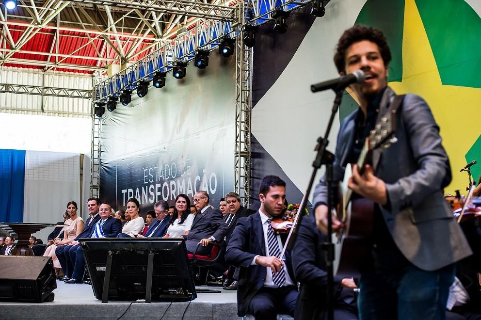 Hélio Flanders, cantor e compositor, líder da Vanguart, foi muito aplaudido ao cantar suas canções de amor
