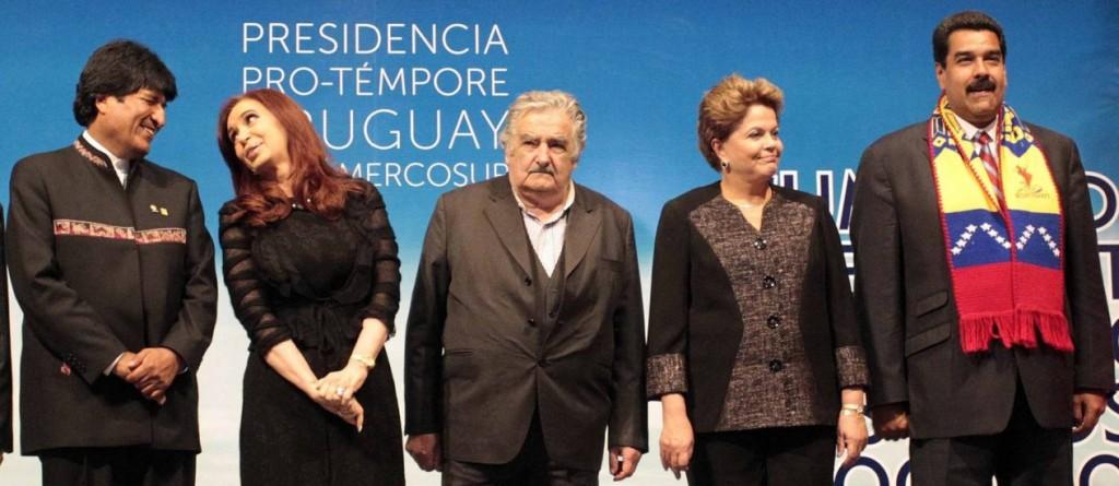Os presidentes Evo Morales (Bolívia), Cristina Fernandes (Argentina),  Pepe Mujica (Uruguai), Dilma Roussef (Brasil) e Nicolas Maduro (Venezuela), líderes de uma América do Sul que se destaca, cada vez, no cenário internacional como críticos do neoliberalismo