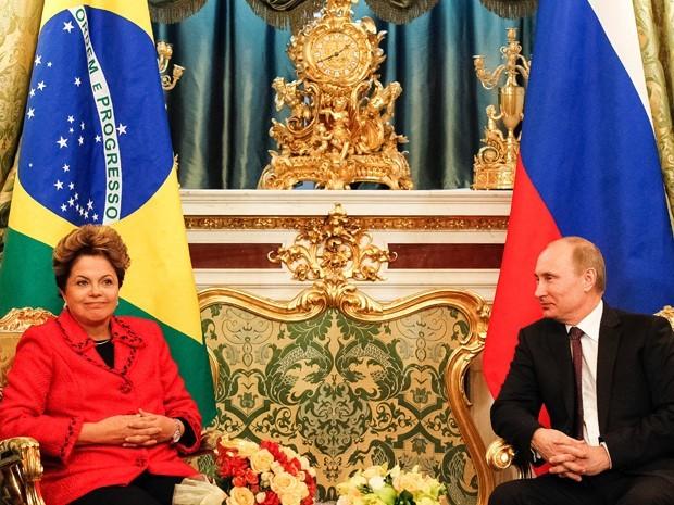 A presidenta Dilma Roussef, do Brasil, e o presidente Putin, da Rússia. As exportações da Rússia para a América Latina estão concentradas em mais de 50% em fertilizantes, minerais e combustíveis. Moscou compra dos países latinos basicamente produtos agrícolas, carnes e componentes eletrônicos. De acordo com as projeções elaboradas pelo Instituto da América Latina da Academia de Ciências da Rússia, o comércio bilateral vai chegar a 100 bilhões de dólares no ano de 2030, um aumento de mais de 500%.
