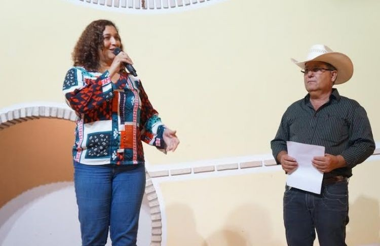 Prefeita Jane Rocha comanda a festa da viola e dos violeiros em Poxoréu, com homenagem especial a Inezita Barroso e Tião Carreiro e Pardinho. 40 mil pessoas são esperadas na cidade, que conta, atualmente com população de 17 mil