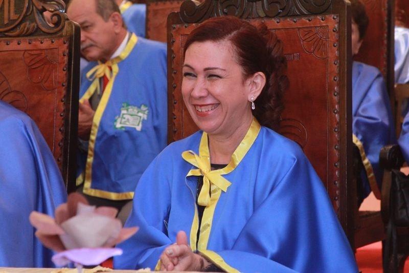 Cristina Campos nova imortal da academia na pagina do enock
