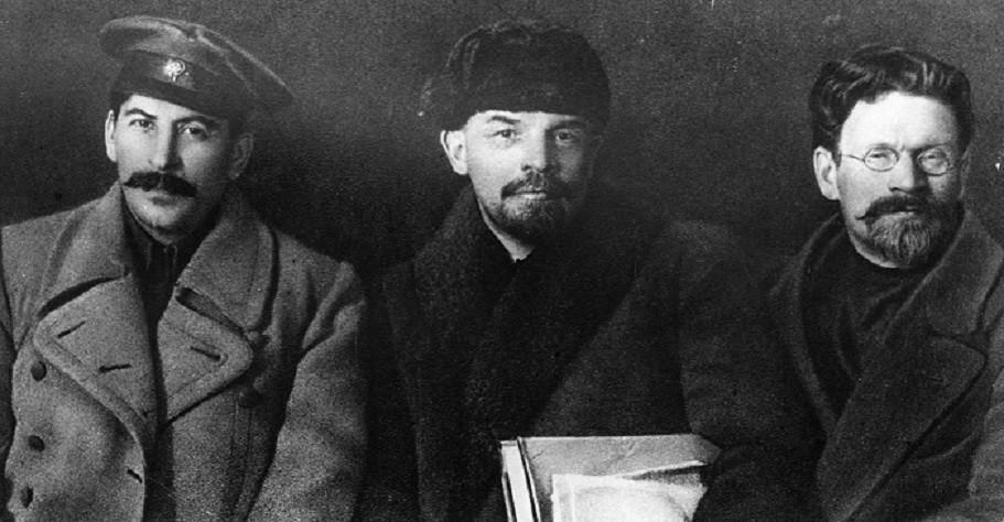 Stalin, Lenin e Trotsky, as três maiores lideranças que emergiram durante a  revolução russa, na primeira metade do século 20