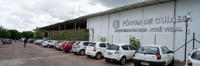 Fórum de Cuiabá: aqui mora o perigo. Aqui, ronda o bacilo de Koch