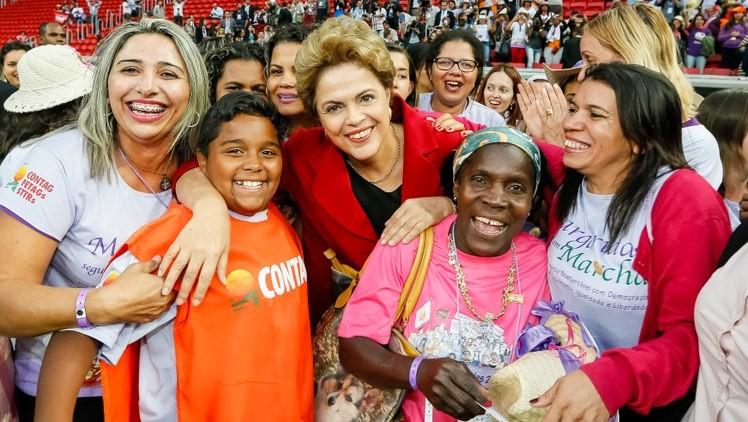 Dilma com as margaridas. A presidente do Brasil tem apoio popular para enfrentar o golpismo de direita