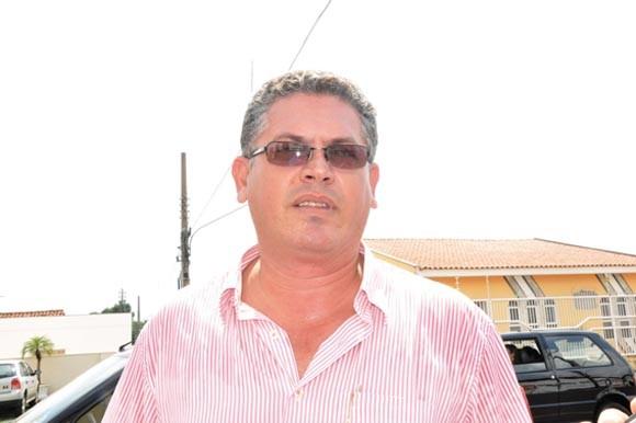 """Rosenwal Rodrigues, sindicalista e ilusionista. Ele  tentou inovar no sindicalismo de Mato Grosso, convocando """"assembleia oculta"""", só para os seus apaniguados. Mas o alerta da PAGINA DO E pode ter gerado o começo de uma reação que pode levar à renovação do comando daquele sindicato"""